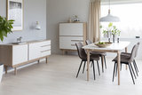 Meubelen-Online - Dressoir Scandesign hout met wit 2 deuren 3 lades sfeer met buffetkast