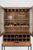 Zuiver - Vitrinekast Travis walnoten wijnkast geopend
